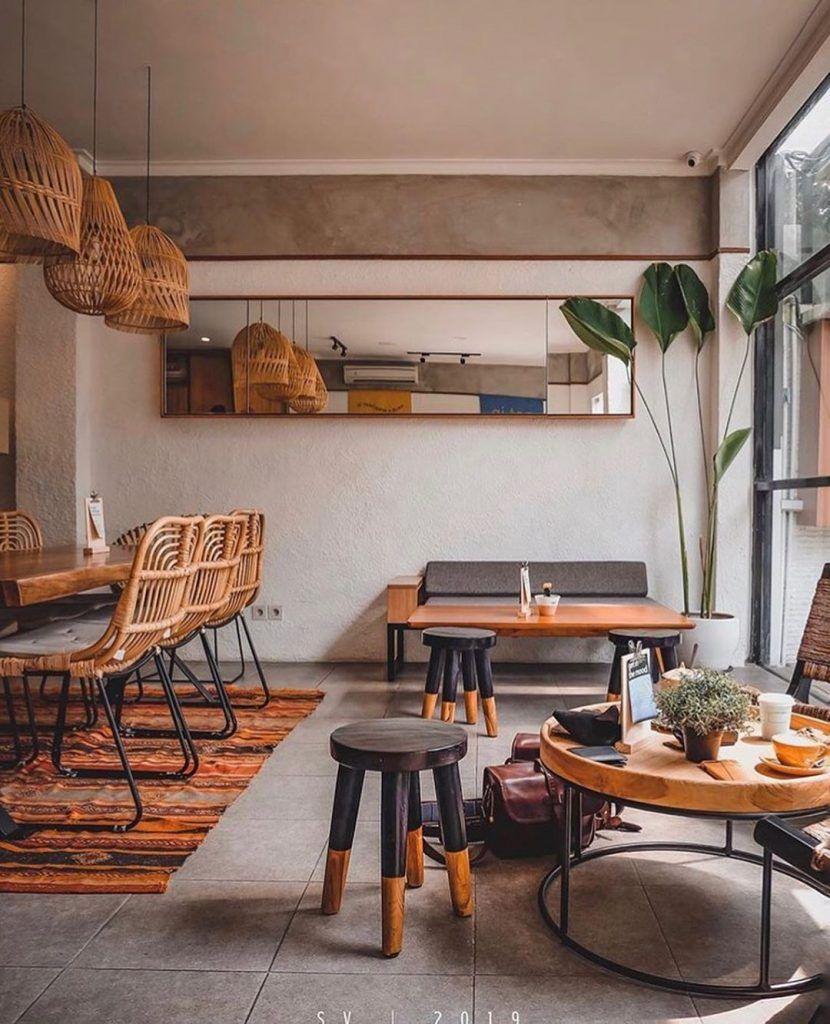 Desain Interior Cafe Gaya Rustic Dengan Furniture Rotan