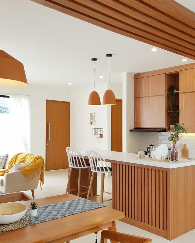 Desain Interior Rumah Tingkat dengan Dinding Semi Kaca ...