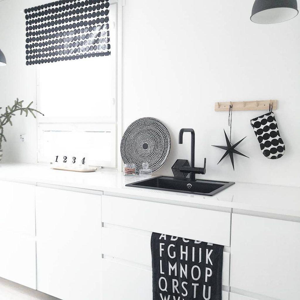 Desain Interior Dapur Minimalis Modern dengan Tema Monokrom yang ...