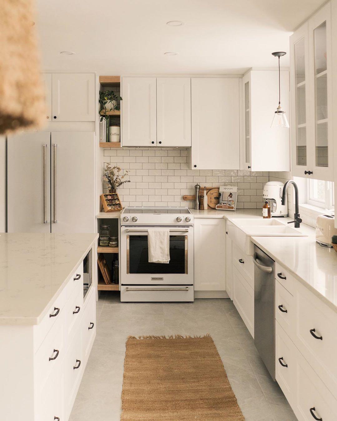 Desain Interior Dapur yang Didominasi Warna Putih Ala Scandinavian