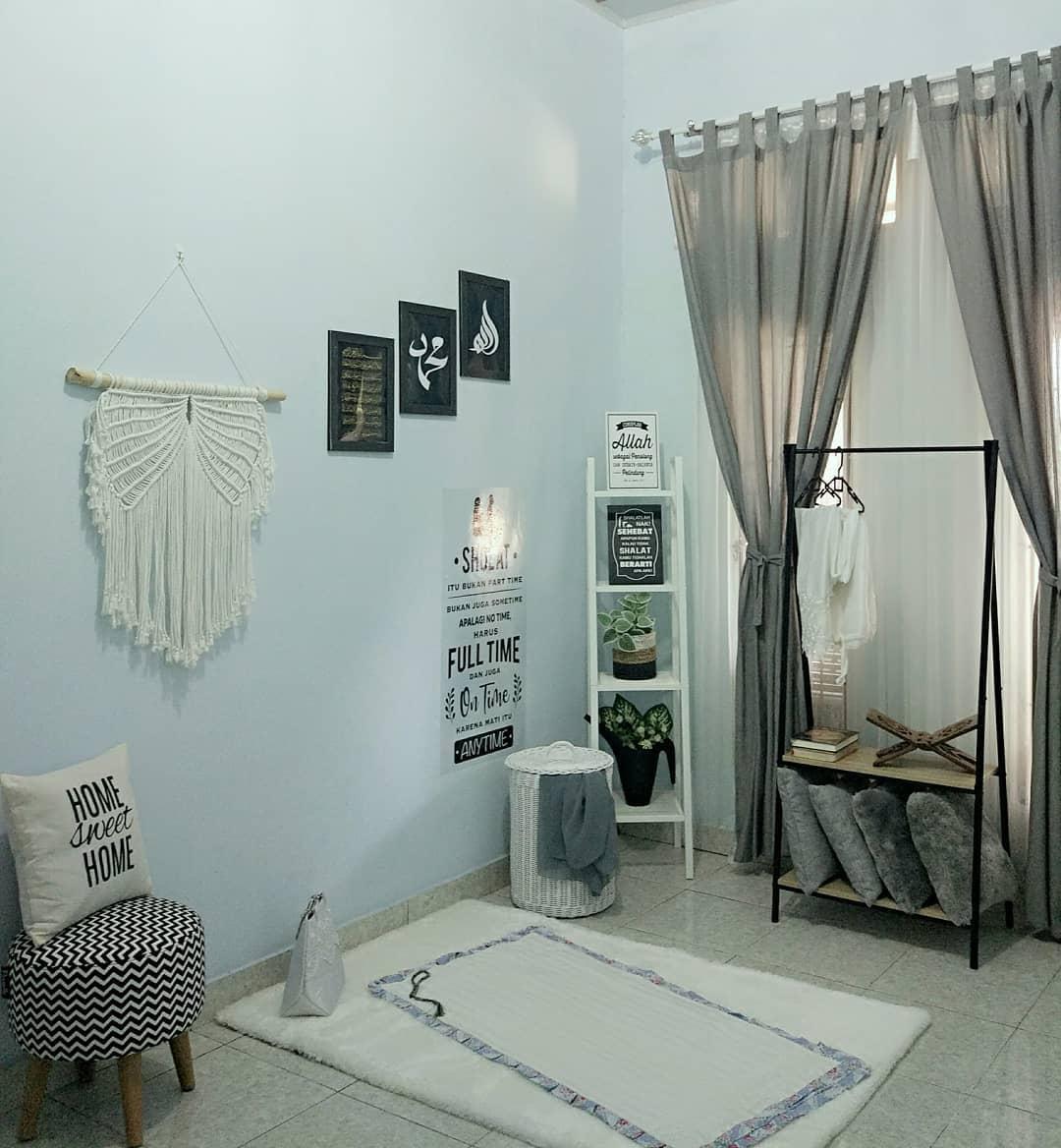 Desain Interior Mushola Minimalis Dalam Rumah Yang Tampil Cantik Dengan Tema Monokrom Inspirasi Desain Rumah Terkini