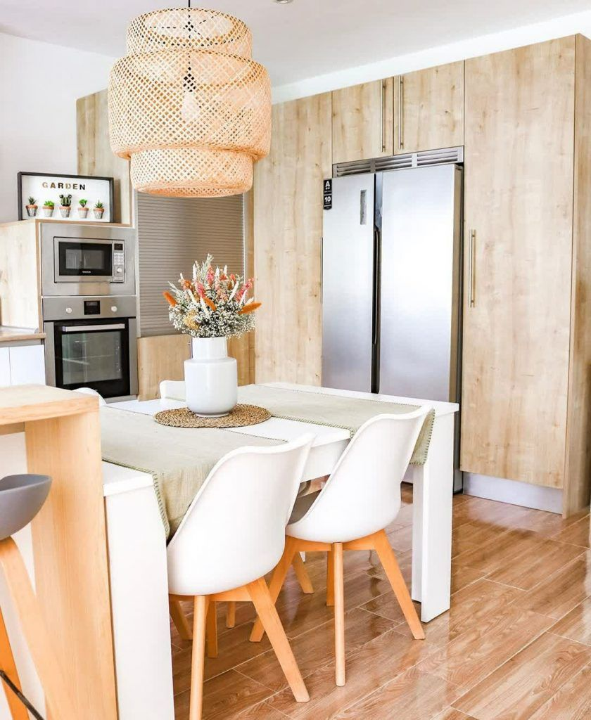 Desain Interior Ruang Makan dan Dapur yang Menyatu Gaya Scandinavian